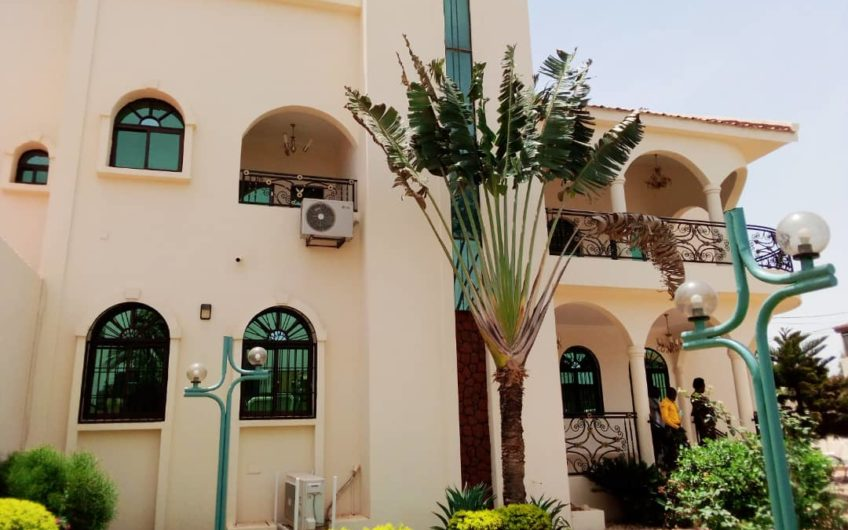 Magnifique villa R+2 située au cœur de Ouaga 2000
