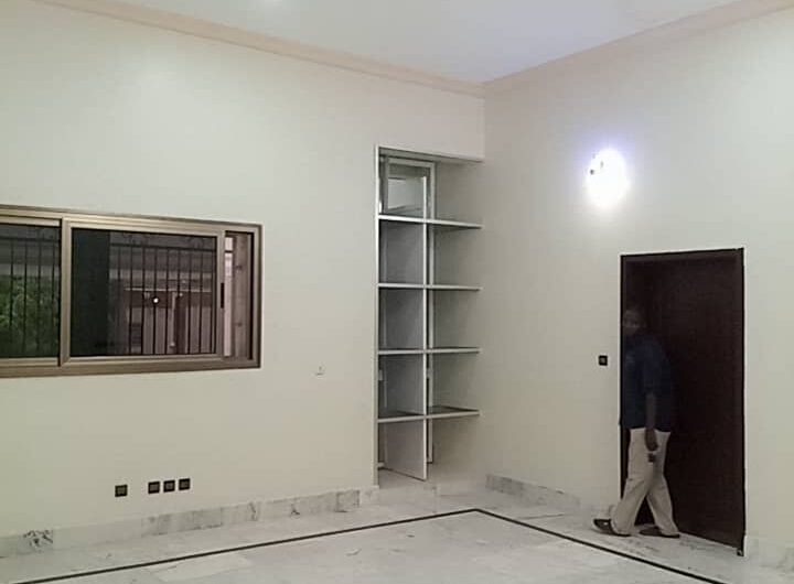 Une magnifique villa, R+1avec une cour spacieuse en location à Ouaga 2000